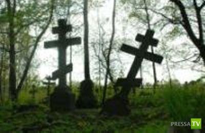Женщина умерла во время секса на кладбище. Новая мода! (3 фото)