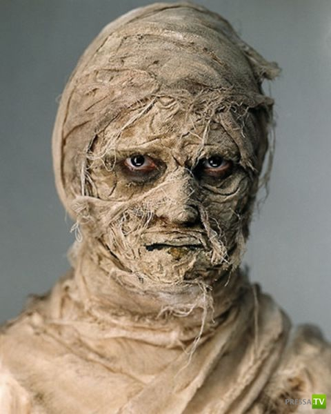 Подборка ужасающих, глупых и прикольных костюмов на Хэллоуин (50 фото)