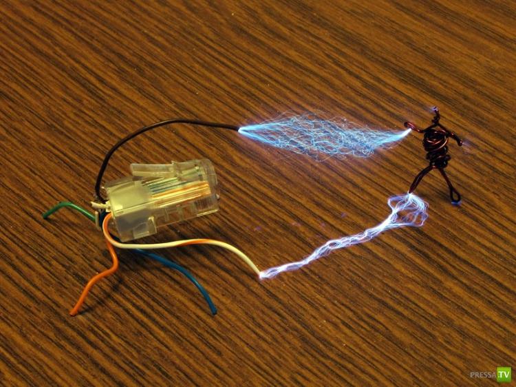 Интересные опыты с электричеством (12 фото)