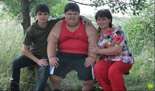 Самый толстый ребенок России - Джамбулат Хотохов (3 фото)