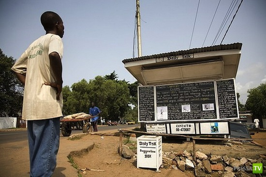 "Либерийский ""оффлайн блог"" «Daily Talk» на обыкновенной доске ... (4 фото)"