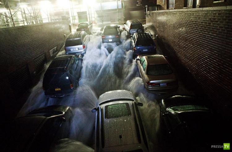Ураган 'Сэнди' пришел в Нью-Йорк (новые ночные фотографии) (11 фото)