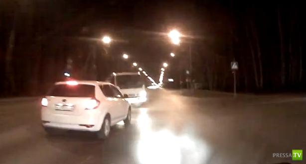 Водитель эвакуатора не пропустил Киа и Ниву... ДТП в Тюмени