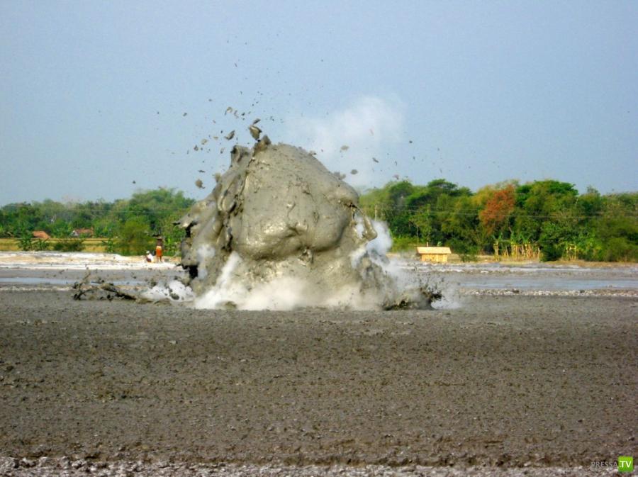 Грязевой Взрыв (Bledug Kuwu) в Индонезии (10 фото)