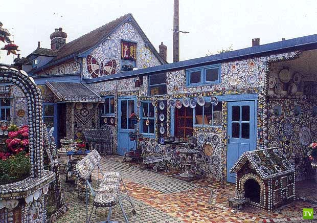 La Maison Cassée Vaisselle или Дом Разбитой Посуды в городке Лувье во Франции (15 фото)