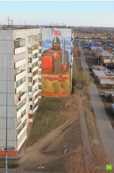 Необычное граффити в Омске (2 фото)