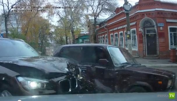 """Семерка"" не уступила дорогу БМВ Х1... ДТП на Пятницкой"