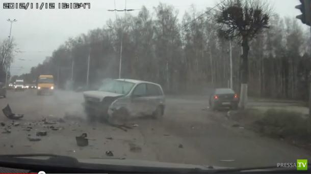 Пьяный водитель Ford Fusion выехал на встречку и столкнулся с Ладой Калиной и Nissan Almera... ДТП в Рязани