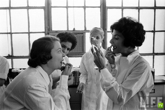 Испытание губной помады... (7 фото)