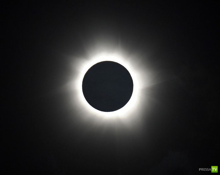 Полное солнечное затмение над Австралией (15 фото)
