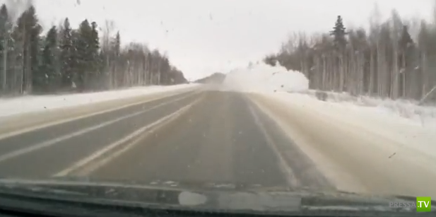 Ford Focus после обгона не справился с управлением и улетел в кювет... ДТП Сургут-Ханты