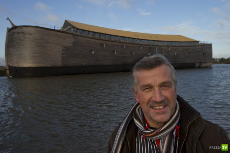 Джон Хьюберс из Нидерландов построил точную копию Ноева ковчега... (11 фото)