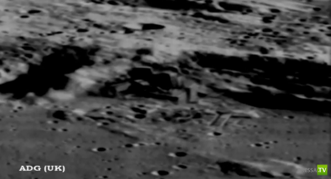 Орбитальный спутник нашел строения на Луне ... (2 фото + видео)
