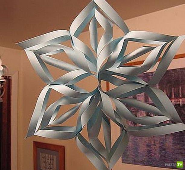 Как вырезать красивые новогодние снежинки из бумаги... (видео)