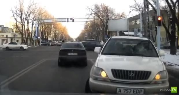 Мадам за рулем Лексуса на встречке... ДТП в Алматы