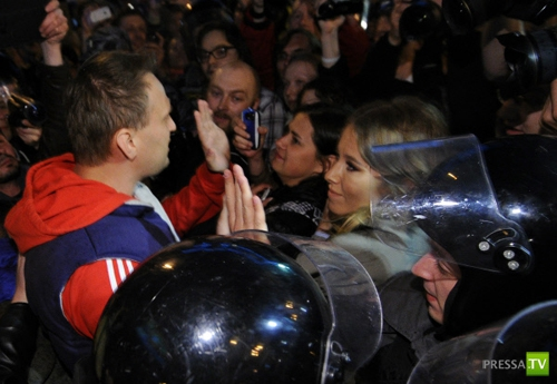 Ксению Собчак хотят лишить гражданства... (4 фото)