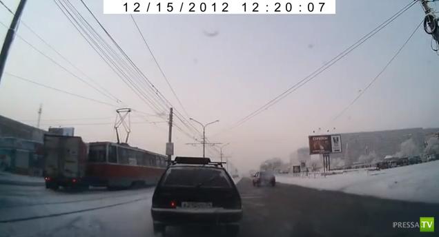 "Столкновение ""Газели"" с трамваем... ДТП в Красноярске"