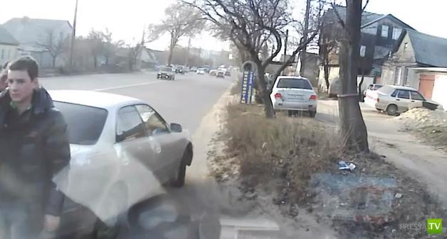 Разборки на дороге с битьем стекол... ДТП в Воронеже