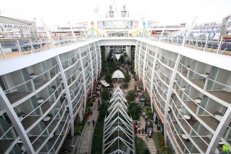Очарование морей (Allure of the Seas) - Самый большой круизный лайнер ... (30 фото)