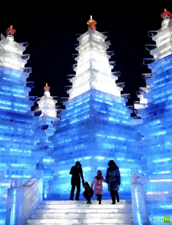 Фестиваль снежной и ледяной скульптуры в Харбине (Китай) (41 фото)
