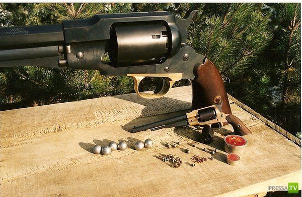 Самый большой револьвер (8 фото)