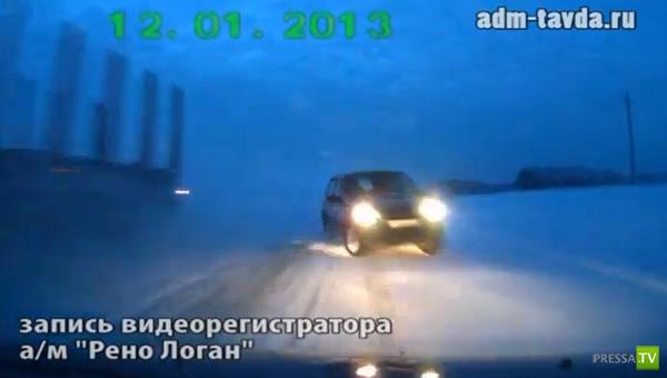Водитель Шевроле-Нива пытался обогнать фуру и совершил на встречке лобовое столкновение с Рено-Логан... ДТП на трассе Тавда-Таборы, Свердловская область