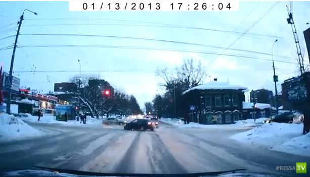 Летел на красный и попал... ДТП на перекрестке в Томске