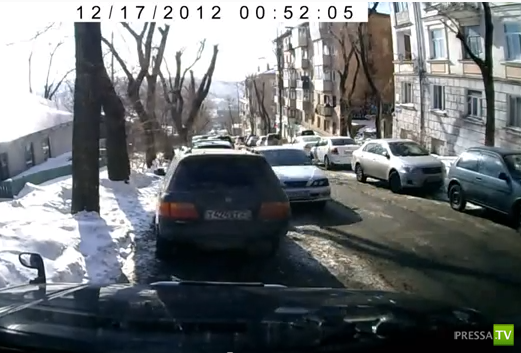 Отказали тормоза, покатился вниз... ДТП на улице Муравьева-Амурского во Владивостоке