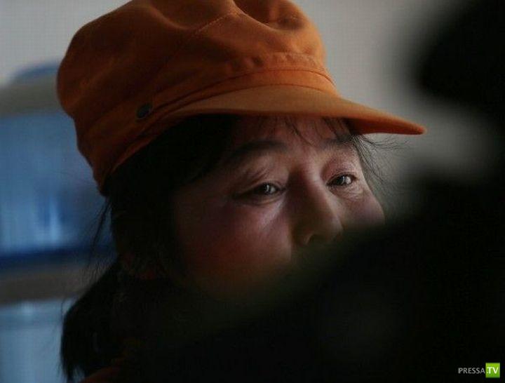 Китайская миллионерша работает дворником (6 фото)