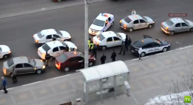 Драка таксистов и приехавшие господа полицейские. Белгород