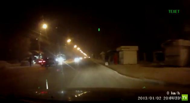 Перебегающий пешеход спровоцировал аварию на улице Розы Люксембург в Иркутске