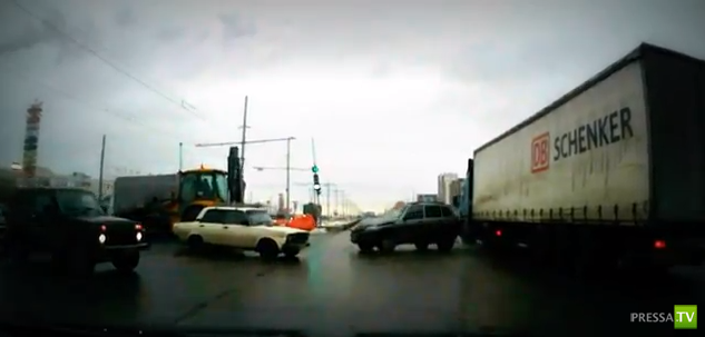 67-летняя женщина за рулем не заметила фуру и не пропустила... ДТП в Казани