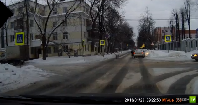 Девочка выбежала на скользкую дорогу, водительница пыталась тормозить... ДТП в Ярославле