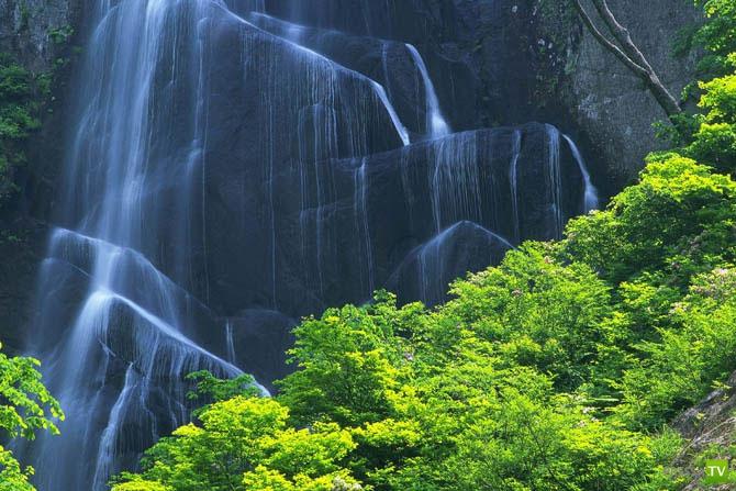 Великолепные водопады Японии... (42 фото)