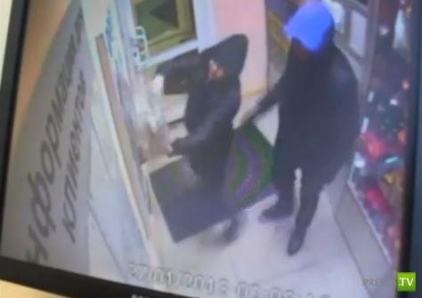 Грабители унесли благотворительный ящик с деньгами для детей, больных онкологией... Ограбление на АЗС в Якутске