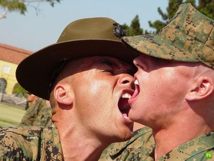 Инструкторы корпуса морской пехоты США за работой (17 фото)