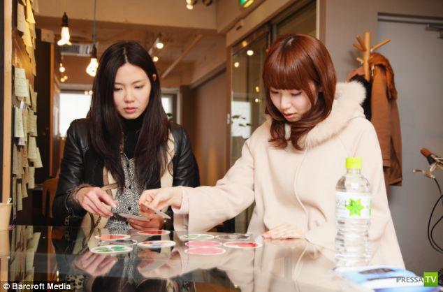 Новый тренд в Японии: Реклама на женских ножках!!! (11 фото)