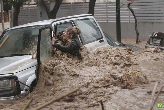 Февральское наводнение в Греции (10 фото)