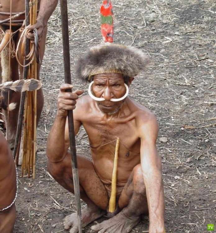 Самые страшные каннибалы современности - племя Яли  в Новой Гвинеи (5 фото)