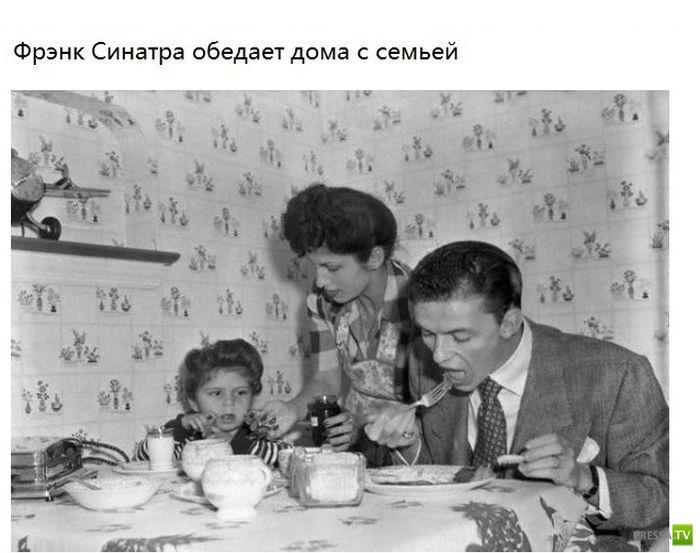 Известные люди много лет назад со своими семьями (16 фото)