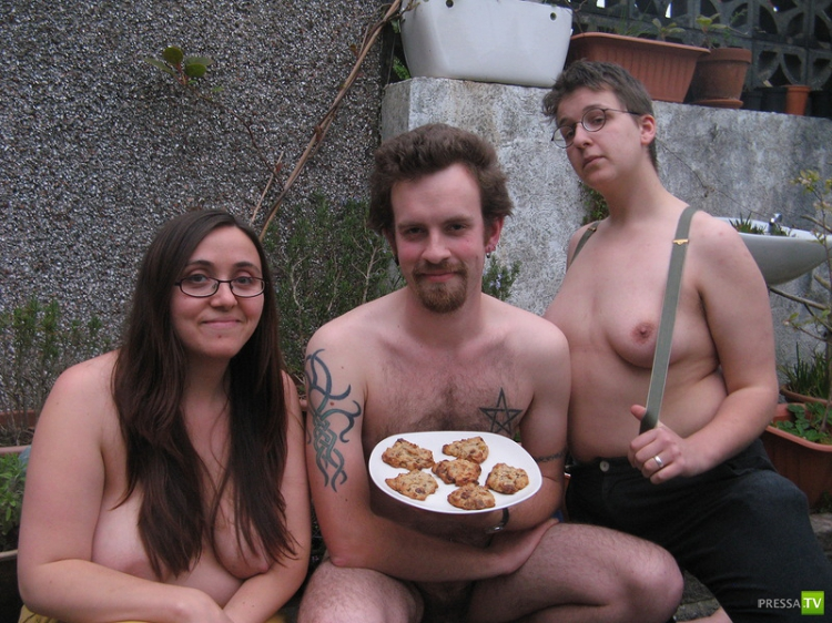 """Веганы - сторонники здорового питания, предлагают """"Голую кухню"""" (33 фото)"""