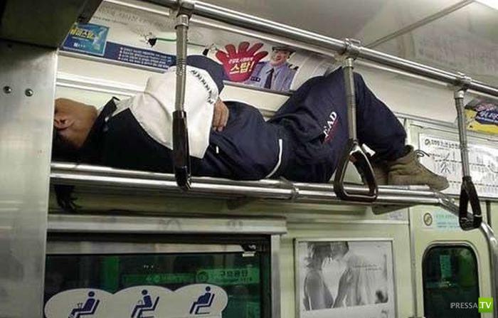 Советы: как ездить в метро в час пик (9 фото)
