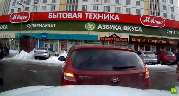 Забыла поставить на ручник... ДТП в Ростове-на-Дону