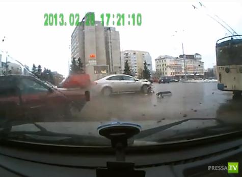 Пьяный водитель на Ауди не пропустил Форд... ДТП во Владимире