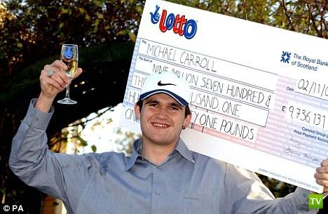 Английский мусорщик выиграл миллионы и... прогулял (2 фото)