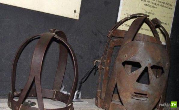 Как наказывали болтливых женщин в старину (9 фото)