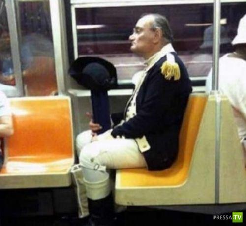 Ну, очень странные люди в метро... (12 фото)