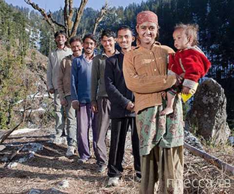 У 21-летней Раджо Верма 5 мужей. Полиандрия  (многомужество) в Индии (3 фото)