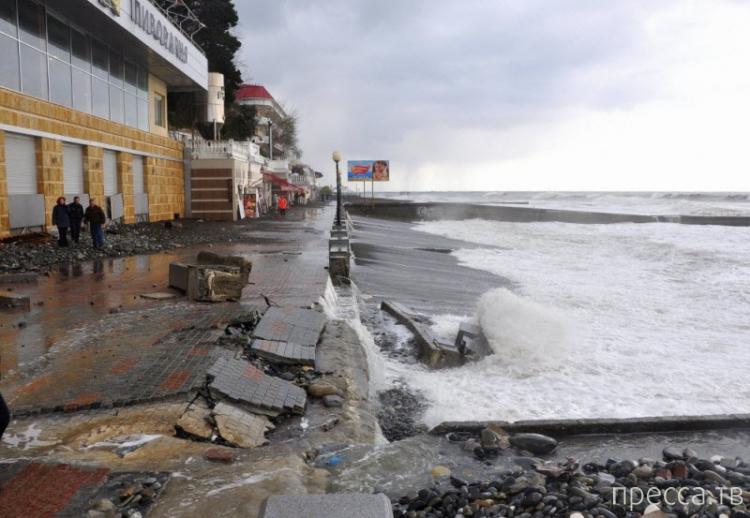 Сильный шторм в Сочи (29 фото)