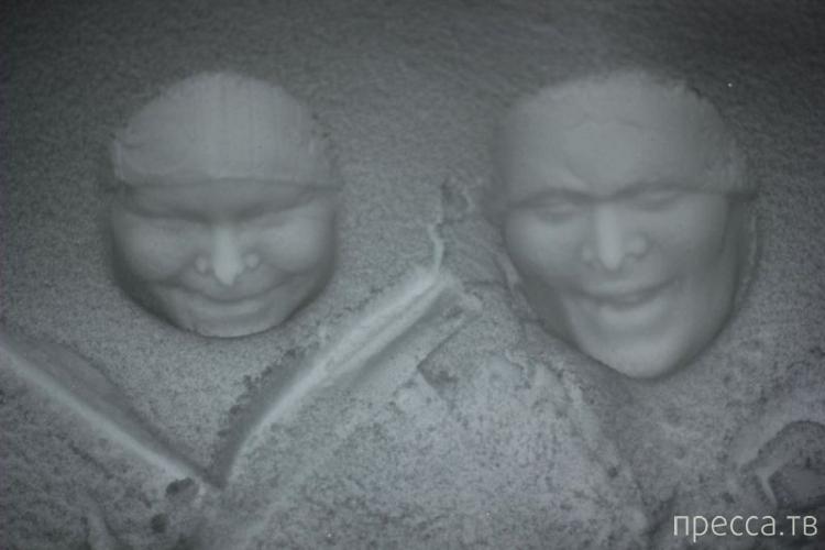 Если окунуть человека головой в снег, а потом сфотографировать отпечаток... (10 фото)